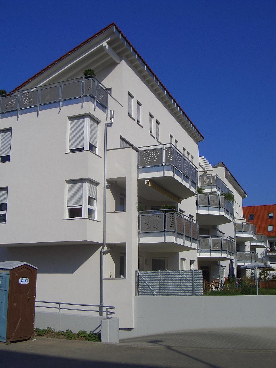 Bild 2: 12-Familien- Wohnhaus