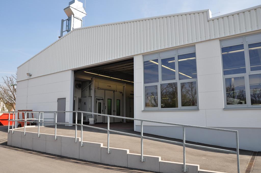 Bild 3: Neubau Lackier- werkstatt