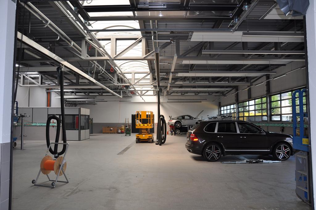 Bild 2: Umbau Porsche-Werkstatt